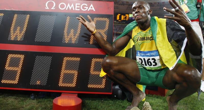 """Bolt recuerda histórica marca """"a metros"""" de sus rivales como ejemplo para el distanciamiento social"""
