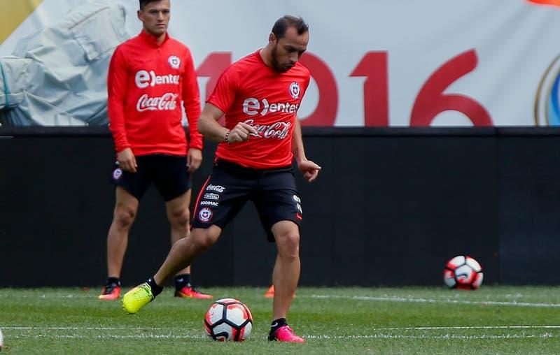 Marcelo Díaz elabora su equipo ideal de baby fútbol e incluye a tres compañeros de La Roja