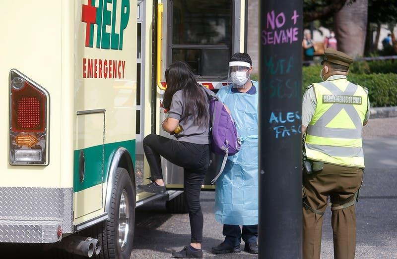Gobierno presenta querella contra mujer con coronavirus que fue a Plaza de Armas desde Peñalolén