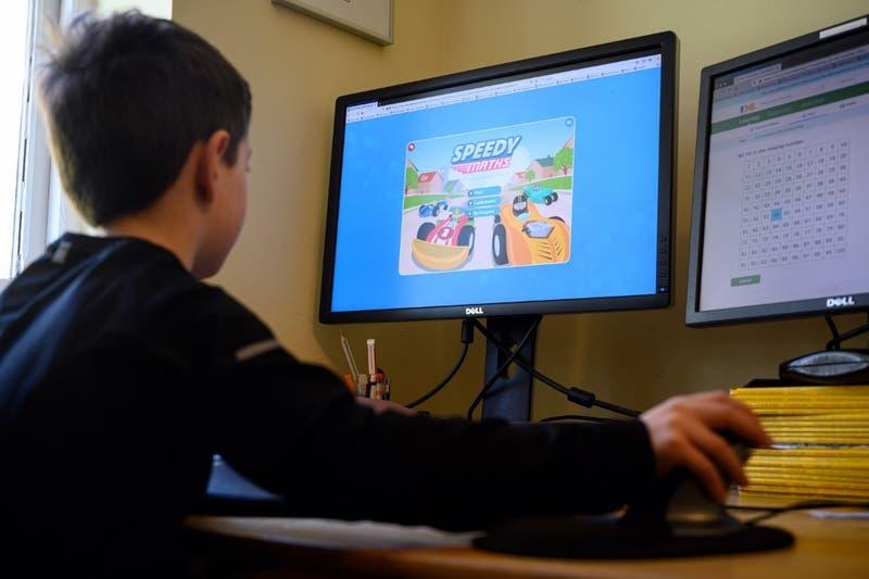 UNESCO: Más de 800 millones de alumnos carecen de computador para estudiar a distancia