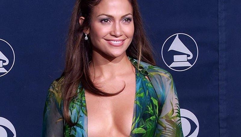 """Ester Expósito y las chicas de """"Élite"""" recrearon icónico y sensual look de Jennifer Lopez"""