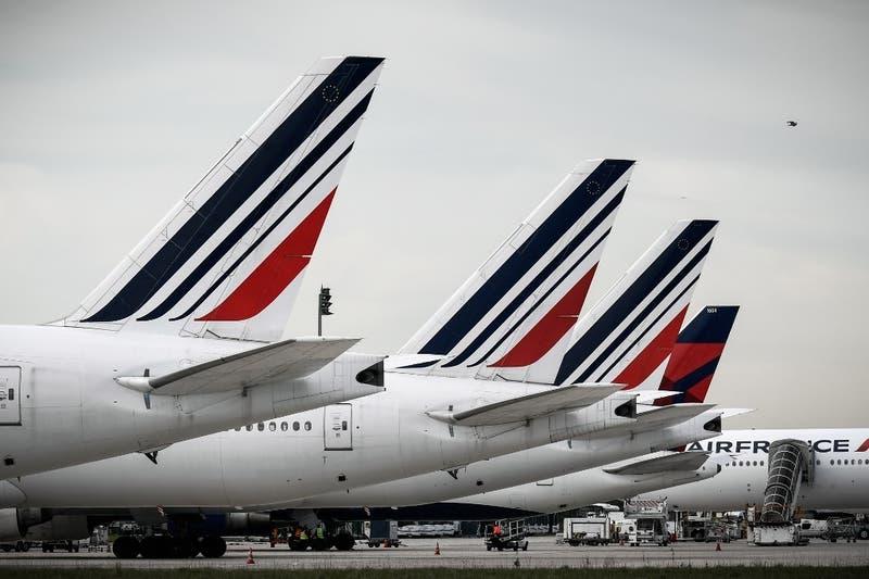 Francia y Holanda anuncian rescate de sus aerolíneas con cerca de 10.000 millones de euros