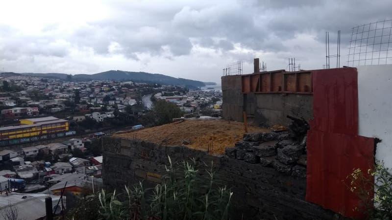 [VIDEO] Al menos 11 evacuados tras colapso de muro en Lota por las lluvias