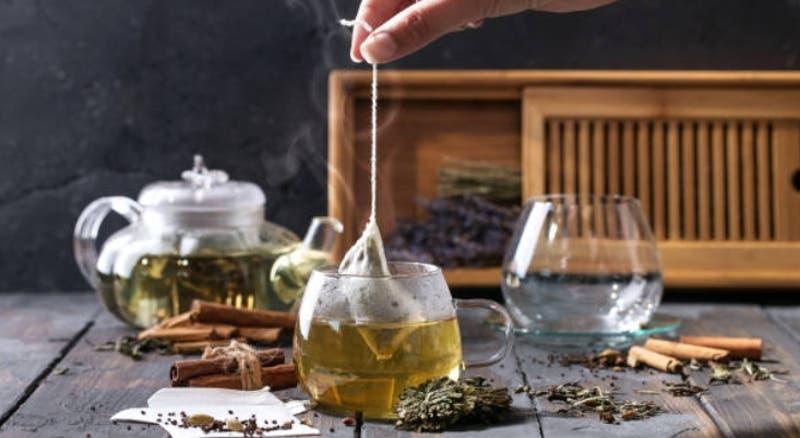 ¿Puedo bajar de peso tomando té? Experta explica los distintos tipos de infusiones y sus beneficios