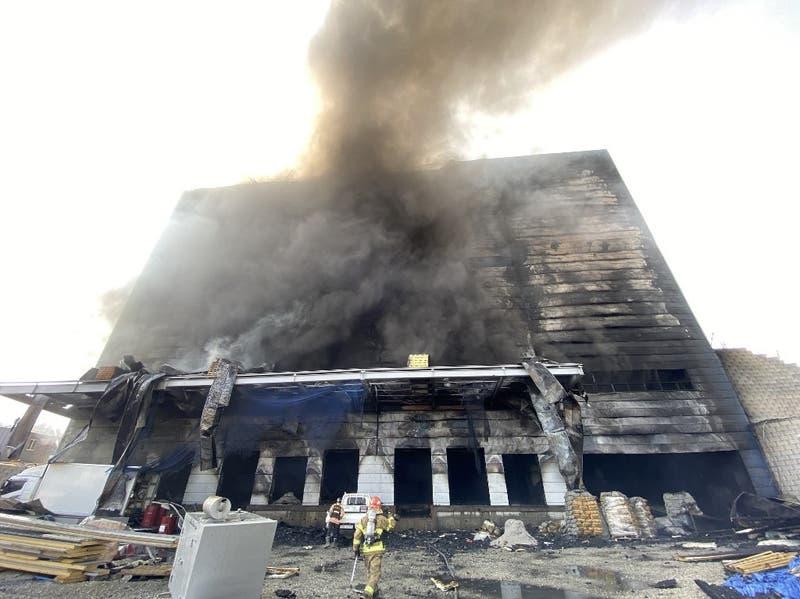 Corea del Sur: mueren al menos 25 trabajadores en incendio al interior de un local en Icheon