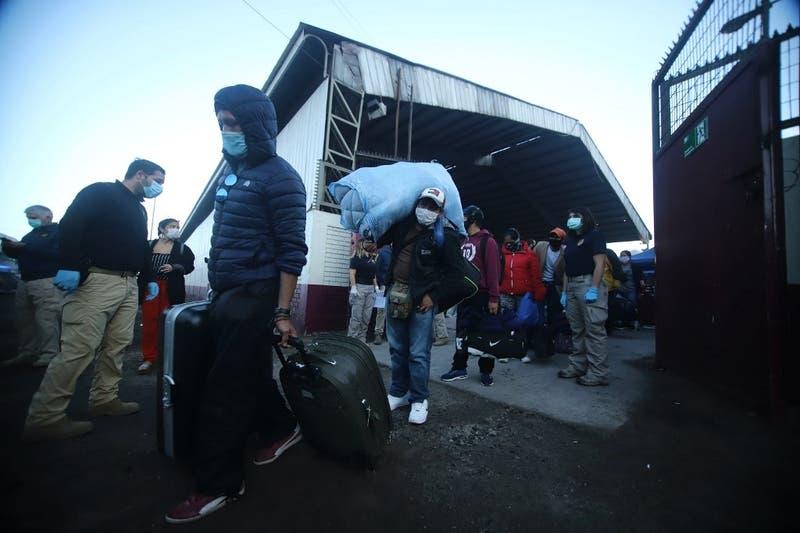 Reportan brote de coronavirus en albergue de bolivianos en Iquique