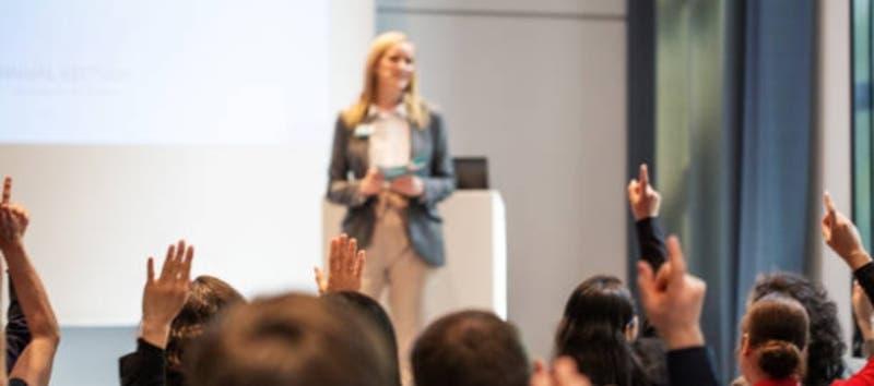 """Tips para emprendedores: Aprende a vender la idea de tu negocio dominando el """"elevator pitch"""""""