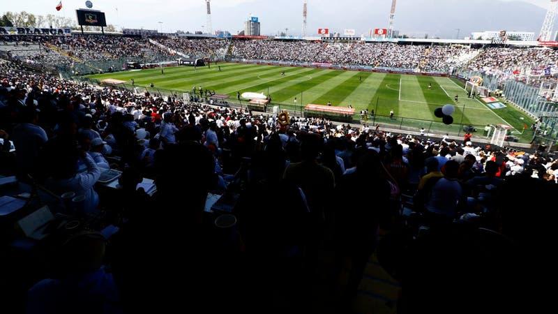 No sólo el escudo: el Monumental de Colo Colo también es candidato al mejor estadio del mundo