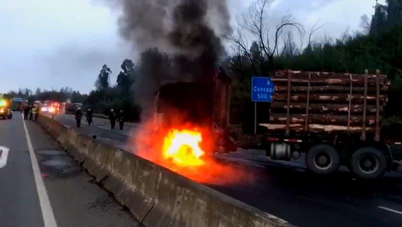 Cinco vehículos de carga quemados por desconocidos en Collipulli y la Ruta 5 Sur