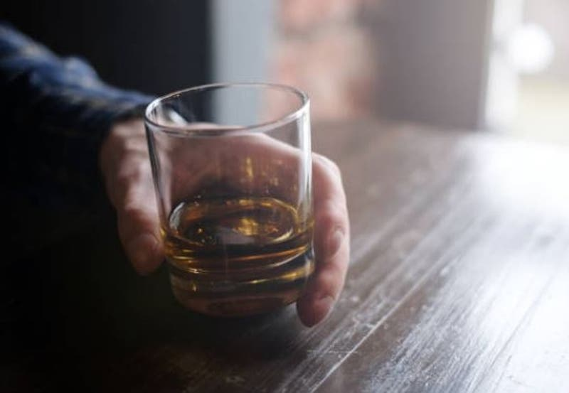 Joven fue detenido tras patear en el suelo a su abuelo por obligarlo a dejar de beber alcohol