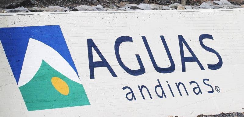 Aguas Andinas descarta corte de suministro en Santiago tras viralización de información falsa