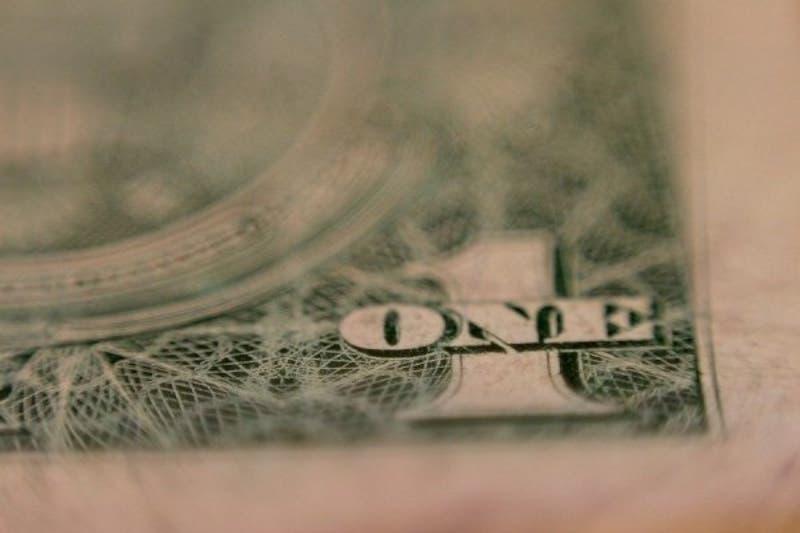 Dólar llegó a su nivel más bajo en tres meses y quedó a un paso de perder los $ 800