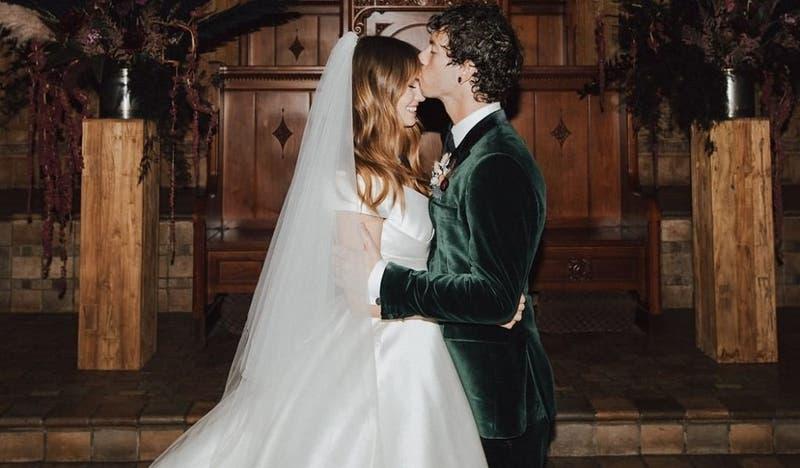 Actriz Debby Ryan y Josh Dun (Twenty One Pilots) se casaron en secreto en pleno Año Nuevo