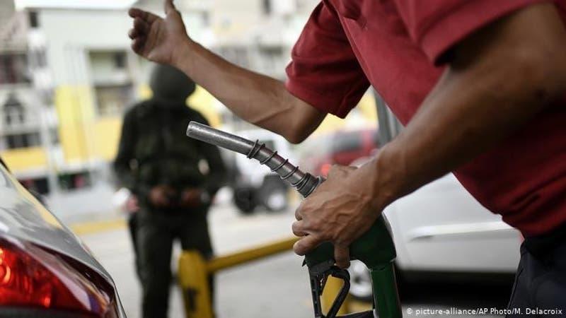 Nicolás Maduro analiza subir precio de gasolina en Venezuela