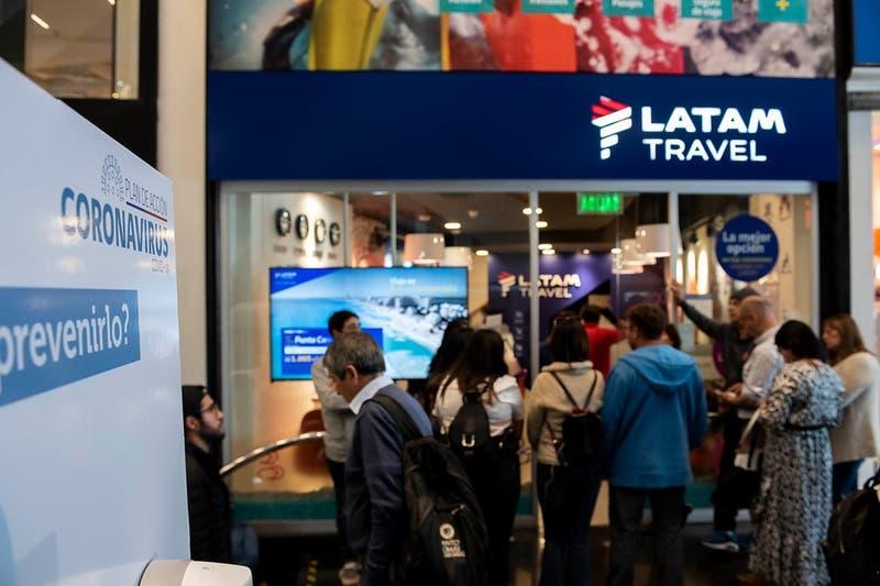 """Conadecus demanda a Latam por """"incumplimiento de servicios"""" y pide indemnización a consumidores"""