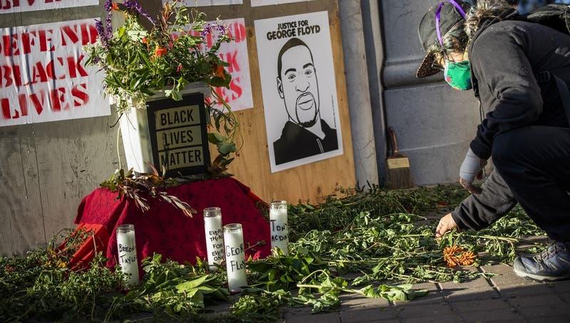 Autopsia oficial a George Floyd confirma que murió por homicidio y reveló que tenía coronavirus