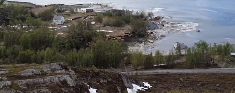 Desprendimiento de tierra en Noruega bota ocho casas al mar