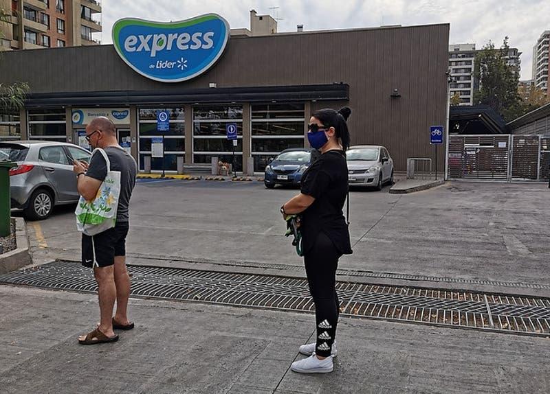 Walmart Chile adelanta el horario de cierre de 34 de sus supermercados de la RM