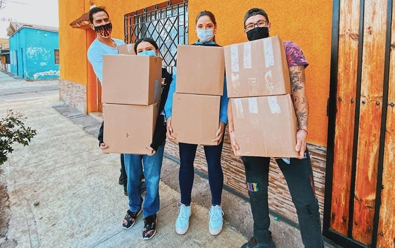 Kel Calderón entrega cajas de alimentos a 100 familias de Conchalí y Peñalolén