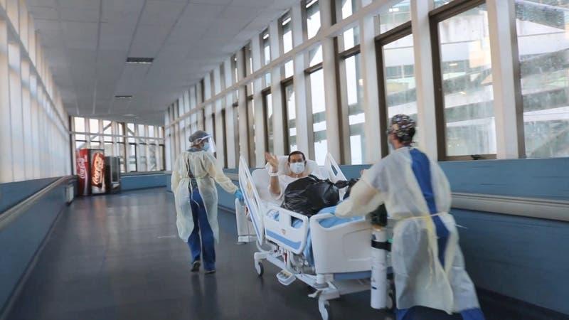 """Recuperado de COVID-19 salió de la UCI y pidió """"correr"""" por el hospital en Concepción"""
