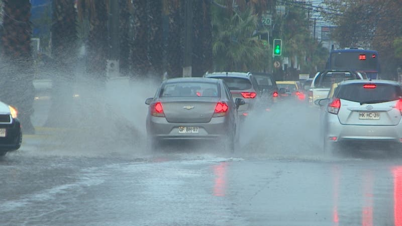 Intensas precipitaciones: Cortes de luz y anegamientos de calles y campamentos