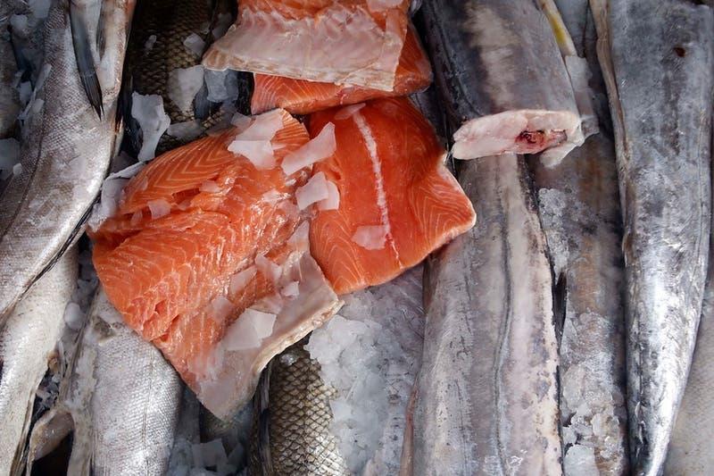 Industria del salmón descarta que el producto esté relacionado con nuevo brote de COVID-19 en China