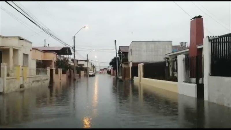 Sistema frontal provoca derrumbes en Valparaíso y alerta amarilla en Atacama y Coquimbo