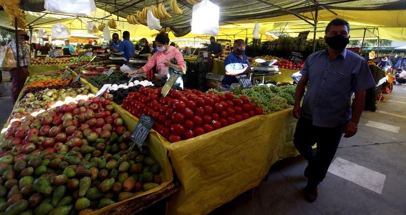 Informe de la Amuch muestra notoria alza en precios de frutas y verduras en ferias libres