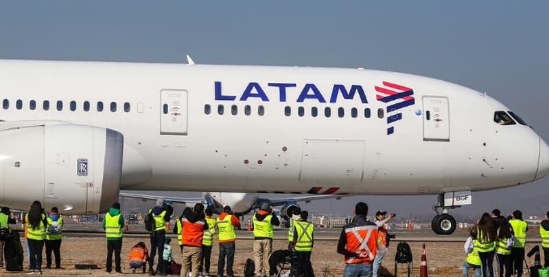 Aerolínea Latam informa despido de otros 400 trabajadores ante crisis por la pandemia