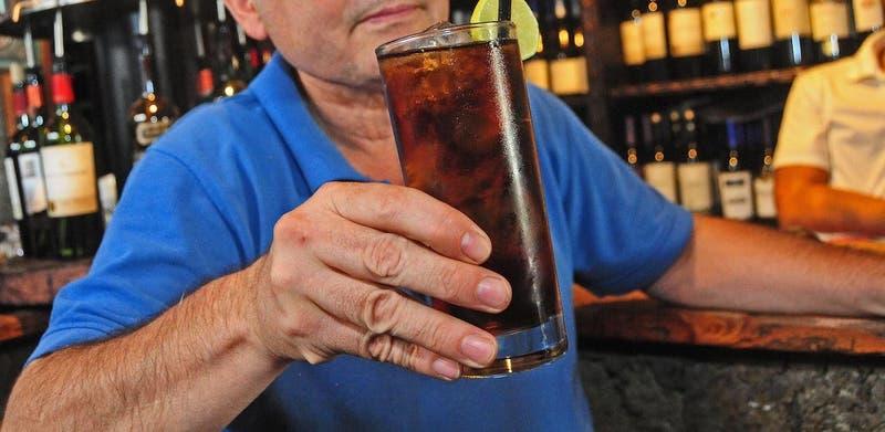 Hogar de Cristo pide que alcohol no esté en productos esenciales