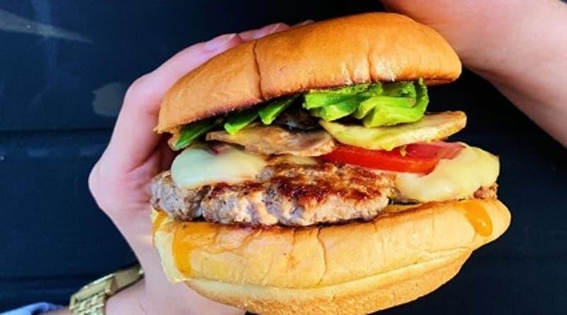 Abrieron local en marzo y dos días después comenzó la crisis: Ahora venden hamburguesas por delivery