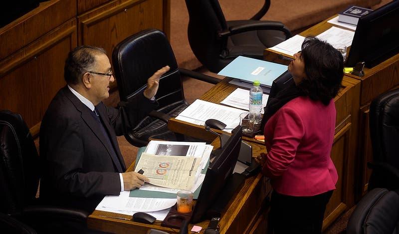 Oposición presenta proyecto para reducir tiempo en que el Ejecutivo pueda vetar leyes del Congreso