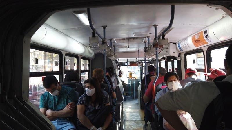 Estudio U de Chile: Transporte público y sitios cerrados aumentan riesgo de contagio