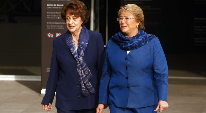 Bachelet cumplirá cuarentena en su casa en La Reina: podrá despedirse de su madre en ataúd sellado