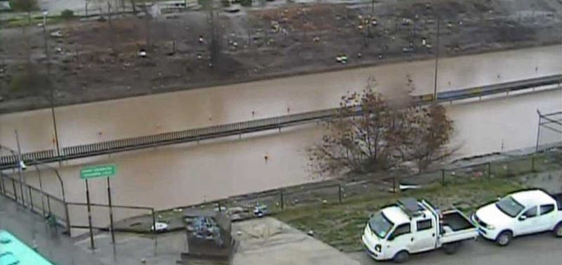 [FOTOS] Pasos bajo nivel de Lo Espejo y Lo Prado son cerrados por inundaciones