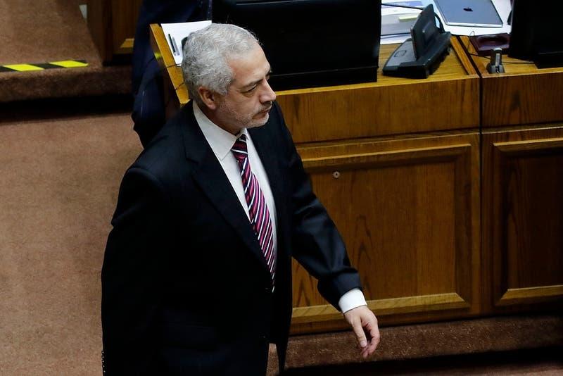 Senado recabará antecedentes ante denuncia a secretario general por incumplir cuarentena en restorán