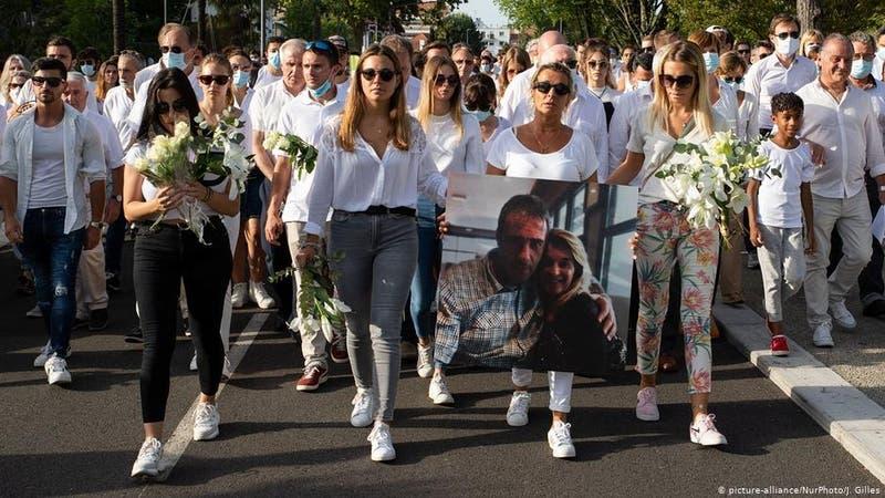 Por pedir uso de mascarilla: muere chofer de autobús francés tras salvaje agresión