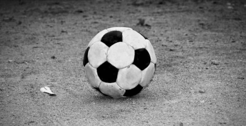 Detienen a 7 personas que jugaban fútbol en una multicancha de Bulnes
