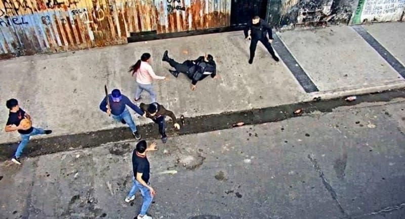 Familiares de ladrón lanzan piedras a policías para evitar su detención en Argentina