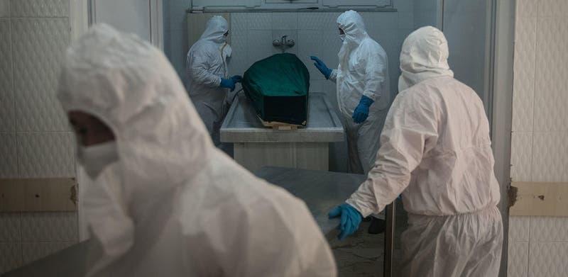 """Declararon a su padre como """"muerto"""" y lo encontraron respirando en la morgue"""