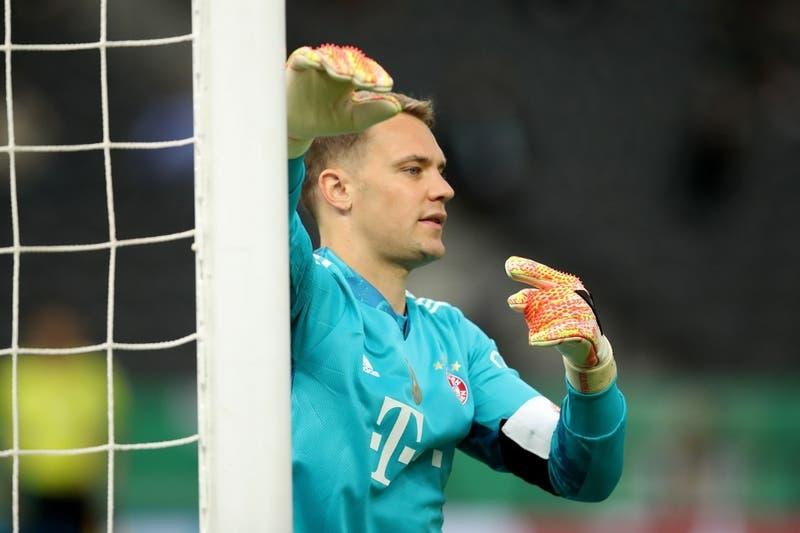 Neuer es grabado entonando un cántico croata de extrema derecha