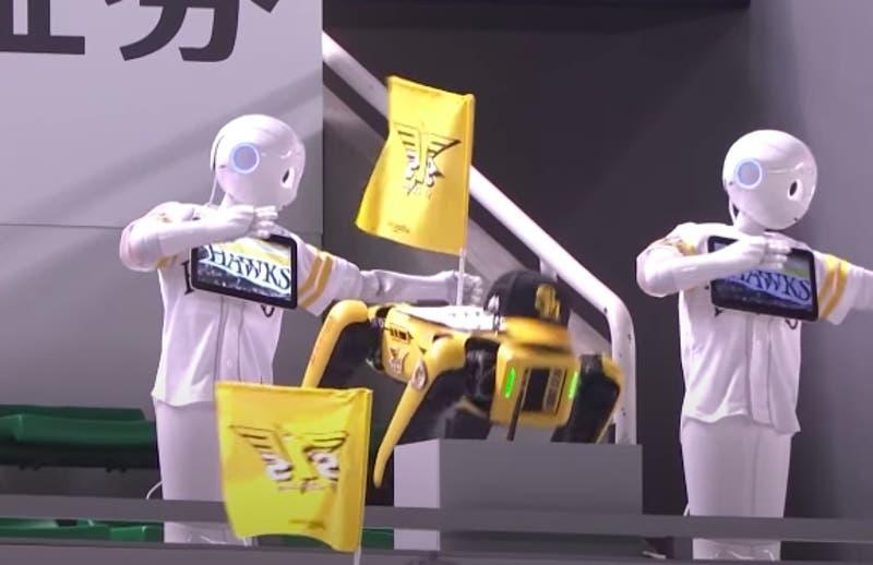 De hinchas de cartón a la sorprendente fanaticada robot en Japón