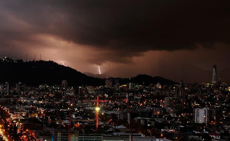 Advierten probables tormentas eléctricas para la región Metropolitana y zona central este martes