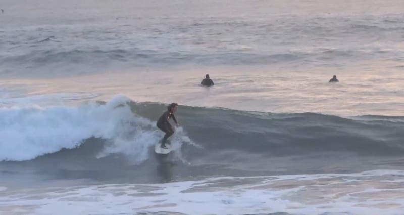 Más de 100 personas reunidas en Coronel para evento de surf a pesar de prohibiciones