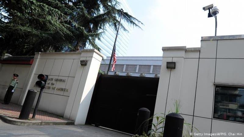 Arrían bandera de EE.UU. y toman posesión en consulado de ese país en Chengdu