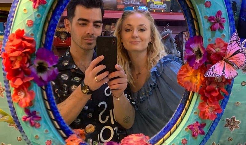 Medios internacionales reporan que Sophie Turner y Joe Jonas fueron padres de una niña
