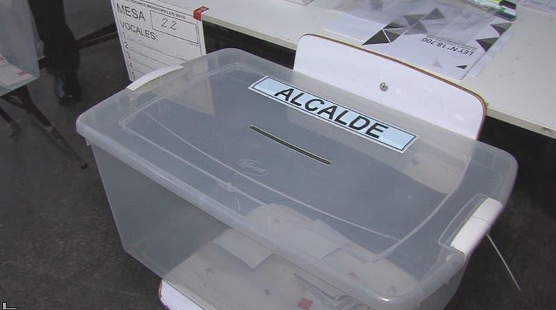 Alcaldes quieren repostular cambiándose de comuna ante ley de límite a la reelección