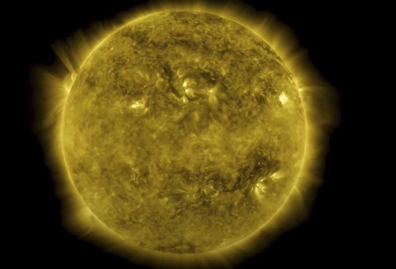El misterioso cubo que apareció en una foto del sol tomada por la NASA