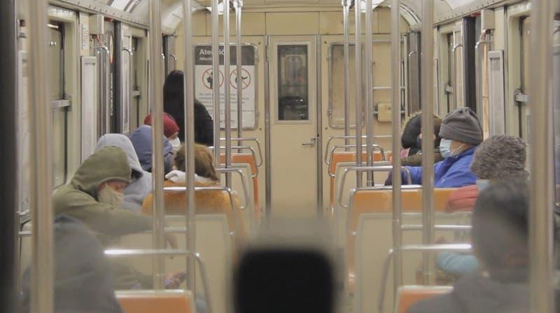 Volver a viajar en metro: El desafío de mantener distancia en los vagones