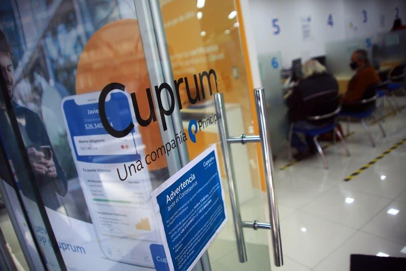 Reportan problemas para solicitar retiro de fondos en AFP Cuprum por cédula de identidad vencida